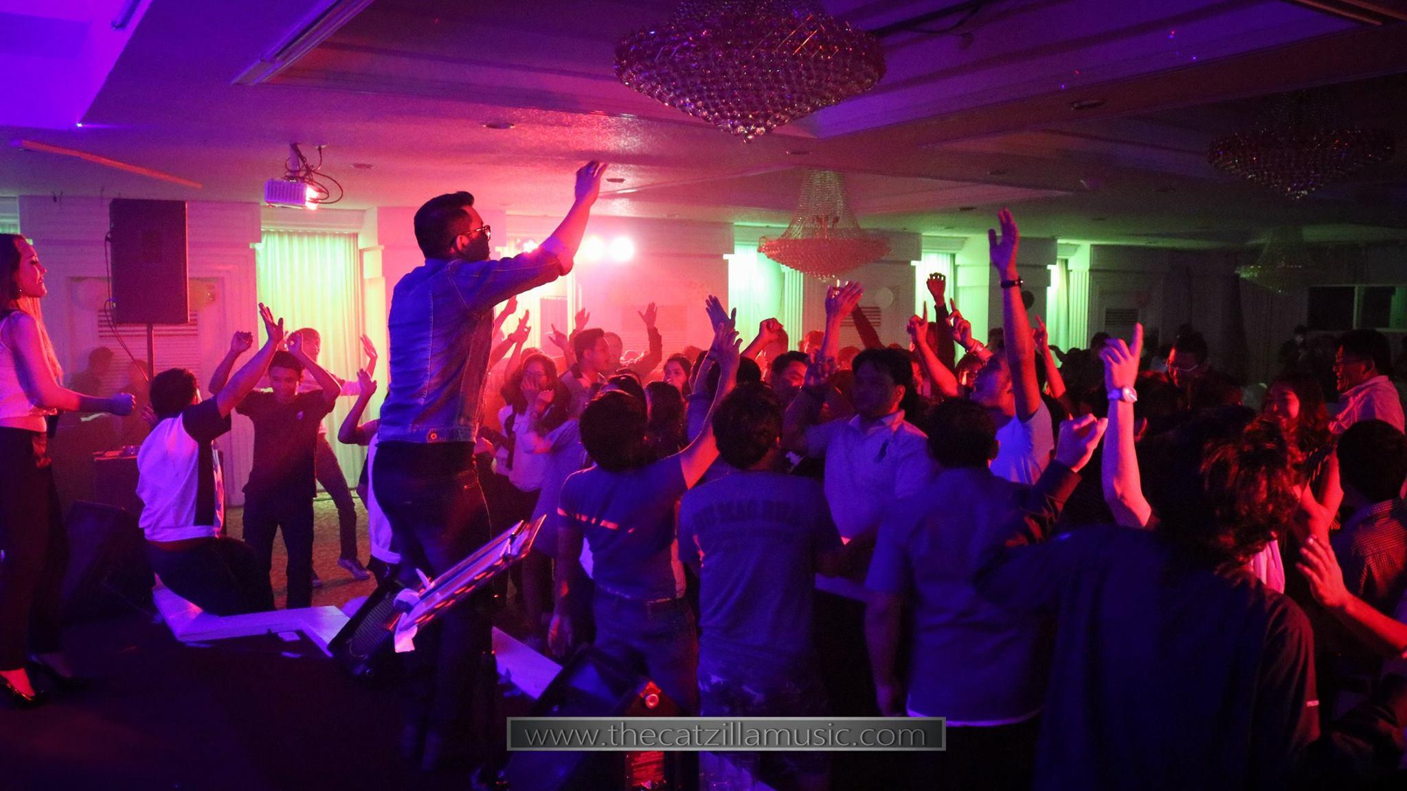 วงดนตรีงานเลี้ยง After Party งานแต่งงาน บุ๋นแบนด์ วงดนตรีสด After party wedding วงดนตรีงานแต่งงาน thecatzillamusic Avana 8