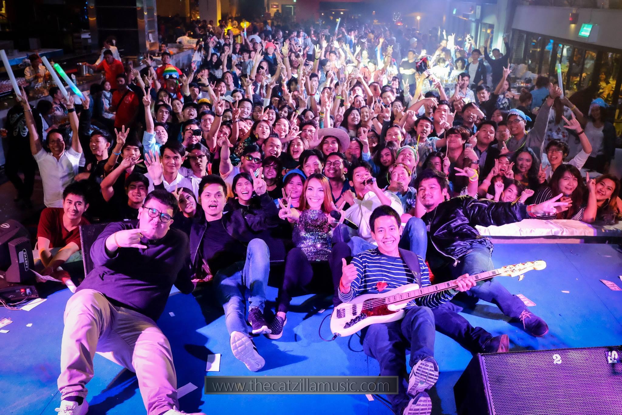 บุ๋นแบนด์ Catzilla วงดนตรี after party ราคา จ้างวงดนตรีสด วงดนตรีงานเลี้ยง Garena Retro Live Cafe