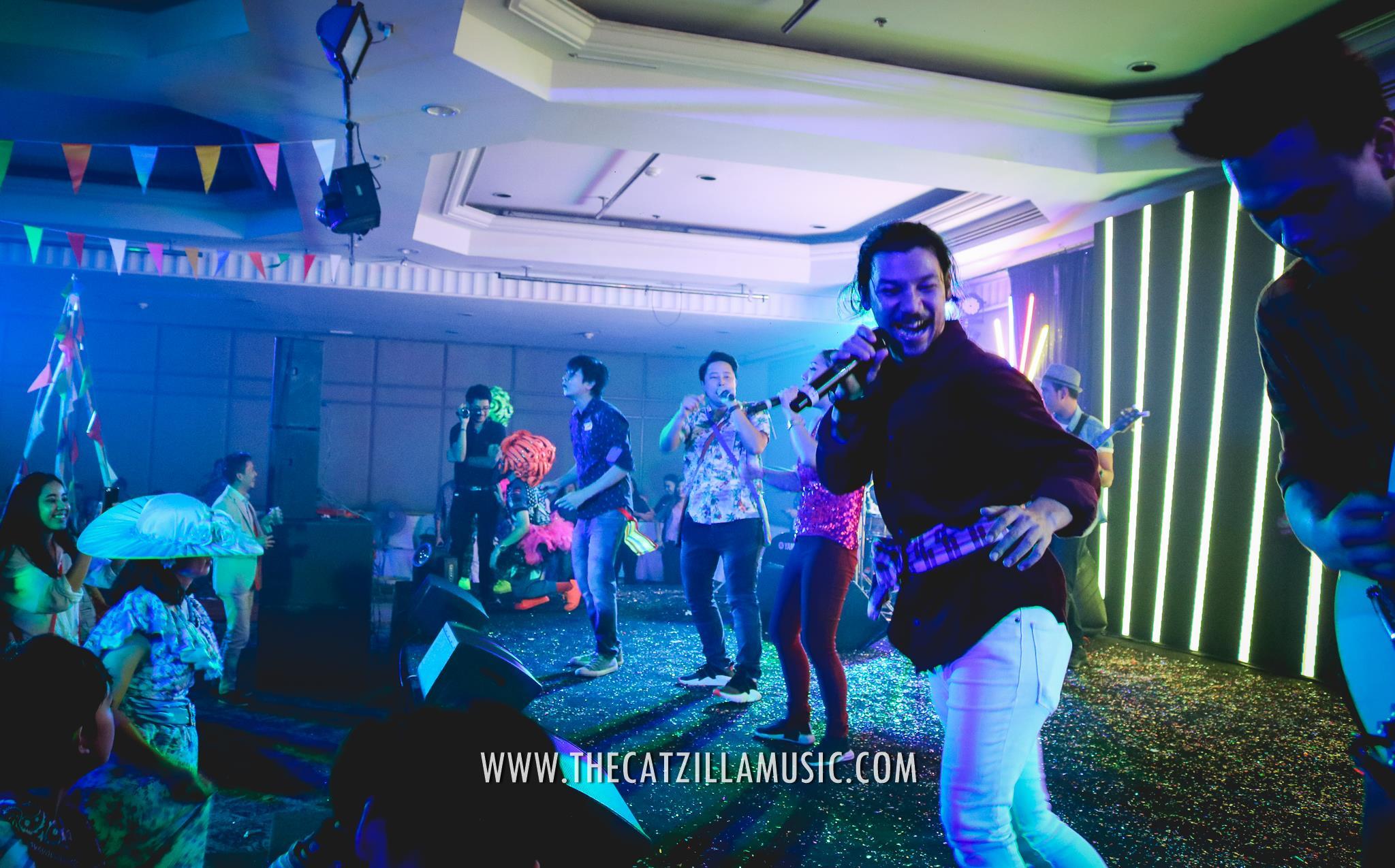 บุ๋นแบนด์-วงดนตรี งานเลี้ยง-งานแต่ง-Catzilla-วงดนตรีเล่นสด-จ้างวงดนตรีงานแต่ง-วงดนตรี After Party-วงดนตรี งานเลี้ยง ปีใหม่-ติดต่อ วงดนตรี-วงดนตรีแต่งงาน-วงดนตรีแสดงสด-หาวงดนตรี-แนะนำวงดนตรีงานแต่ง