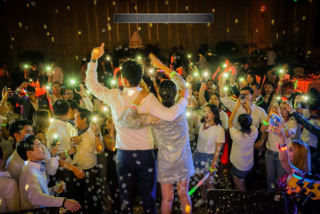 แต่งงาน-Mandarin-Oriental-โรงแรมโอเรียนเต็ล-งานแต่งงาน-วงดนตรี-After-Party-Wedding-บุ๋นแบนด์-Catzilla-oriental-residence-bangkok-แต่งงาน-วงดนตรี-งานเลี้ยง-แนะนำวงดนตรีงานแต่ง-วงดนตรีงานแต่ง-มันส์ๆ-After Party งานแต่ง-วงดนตรีเล่นสด
