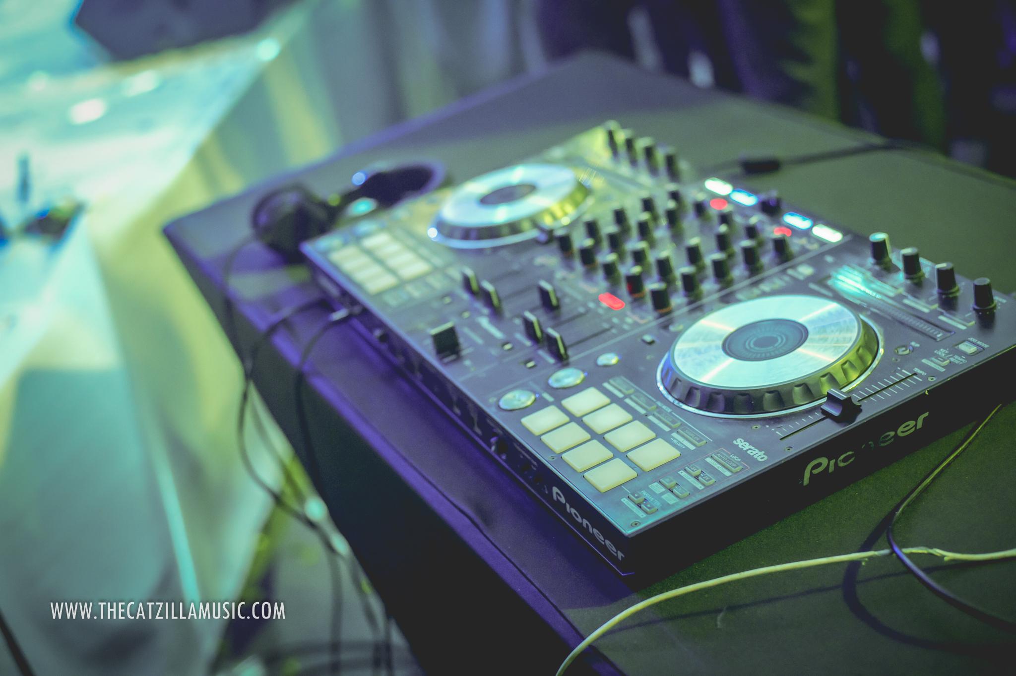 ปาร์ตี้มันส์สุดๆ ต่อเนื่องด้วยดีเจ DJ